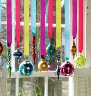decoracao janela natal fitas coloridas