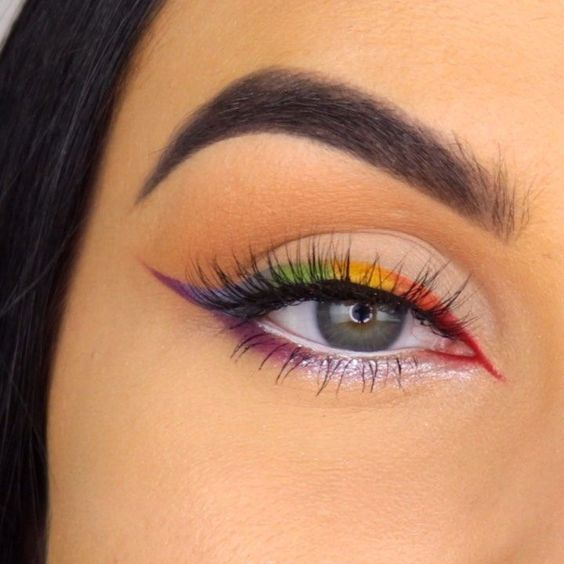 delineado olho colorido