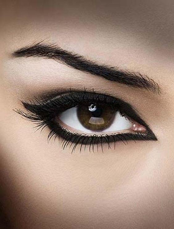 delineado olho gatinho preto
