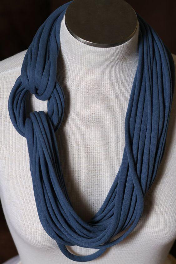fazer colar tecido azul