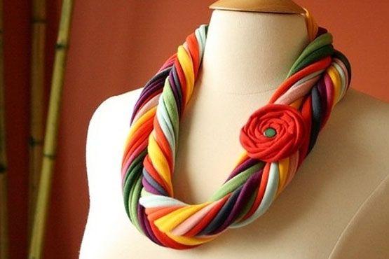 fazer colar tecido colorido