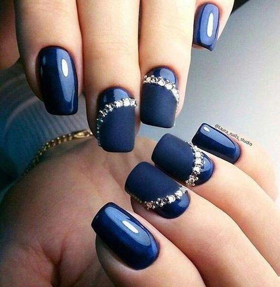 unhas decoradas azuis pedras marinho