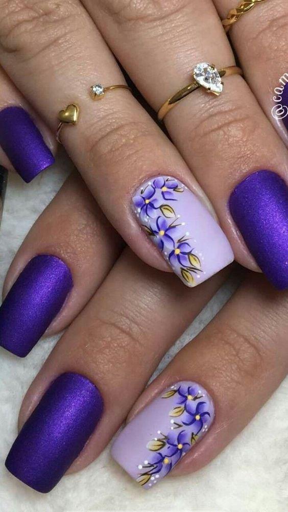 unhas florais lilas