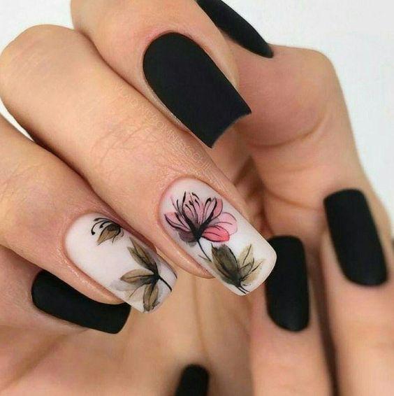 unhas florais preta